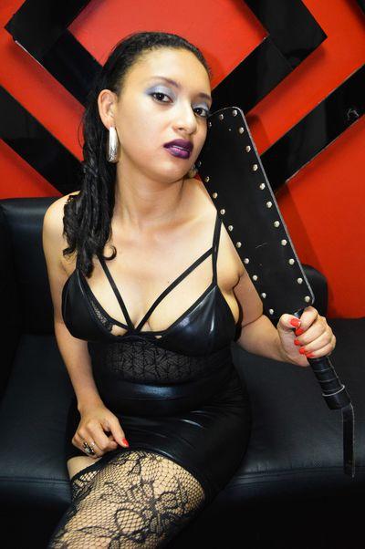Dark Saray Switch - Escort Girl from Lincoln Nebraska