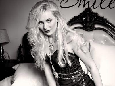 Ellie Gwendolen - Escort Girl from Lexington Kentucky